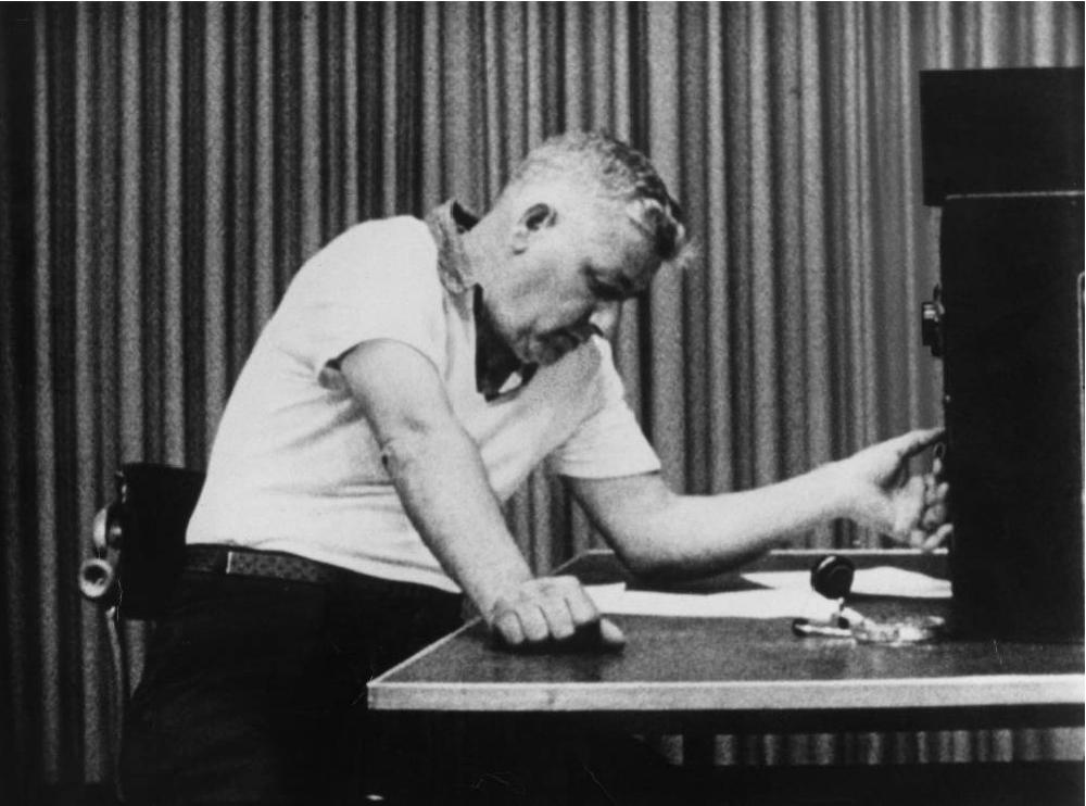 Una scena tratta dall'esperimento di Milgram