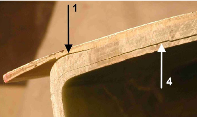 Figure 11. Damage type 1 (main spar flange/adhesive layer debonding) and type 4 (delamination by buckling load) [18].